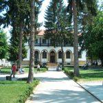 Паркът пред Райнонен съд - Трявна